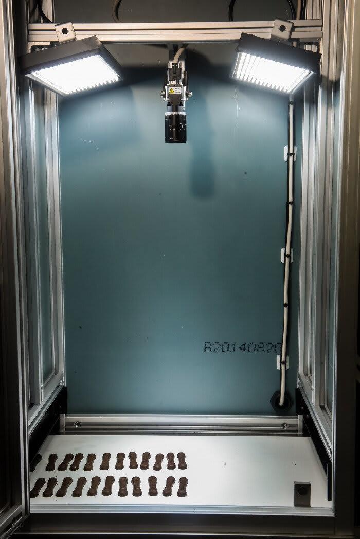 Cabine fechada com luz direta angulada